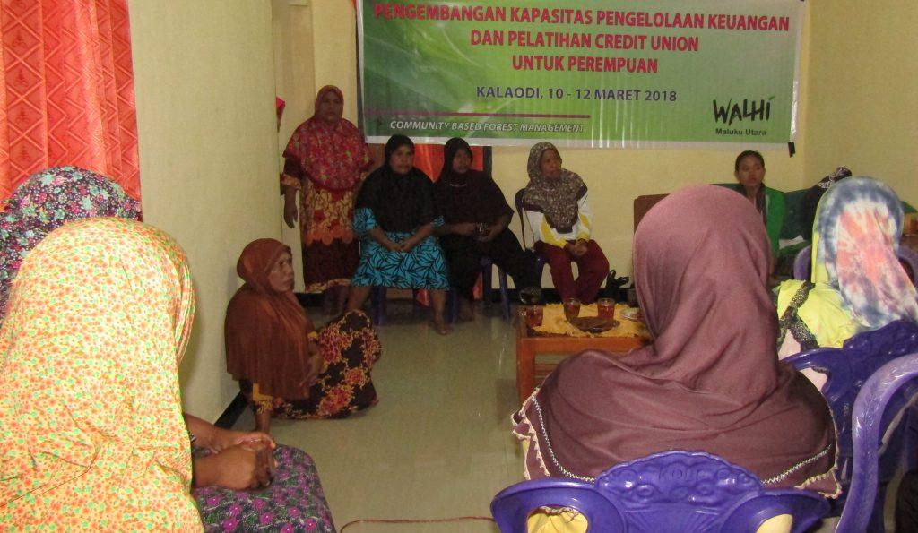 Diskusi dengan Ibu-ibu Lingkungan Kola
